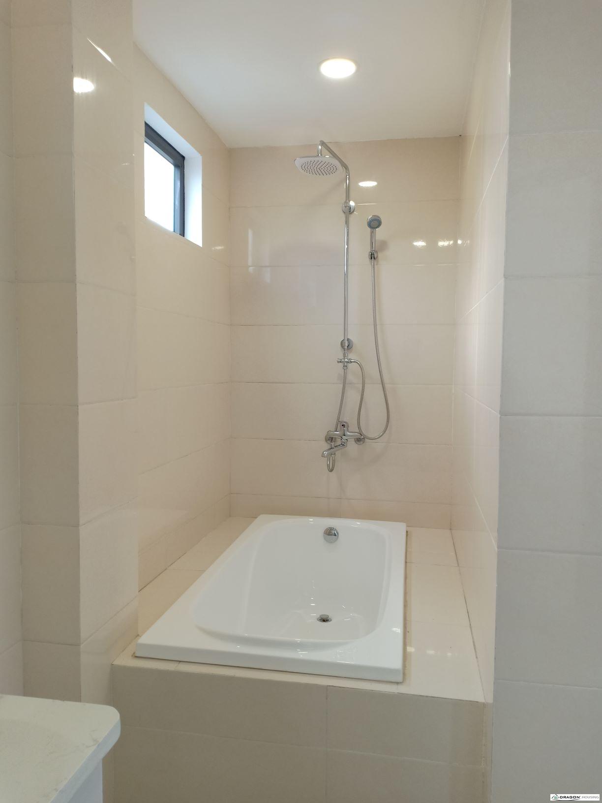 5. BR1 bathtub