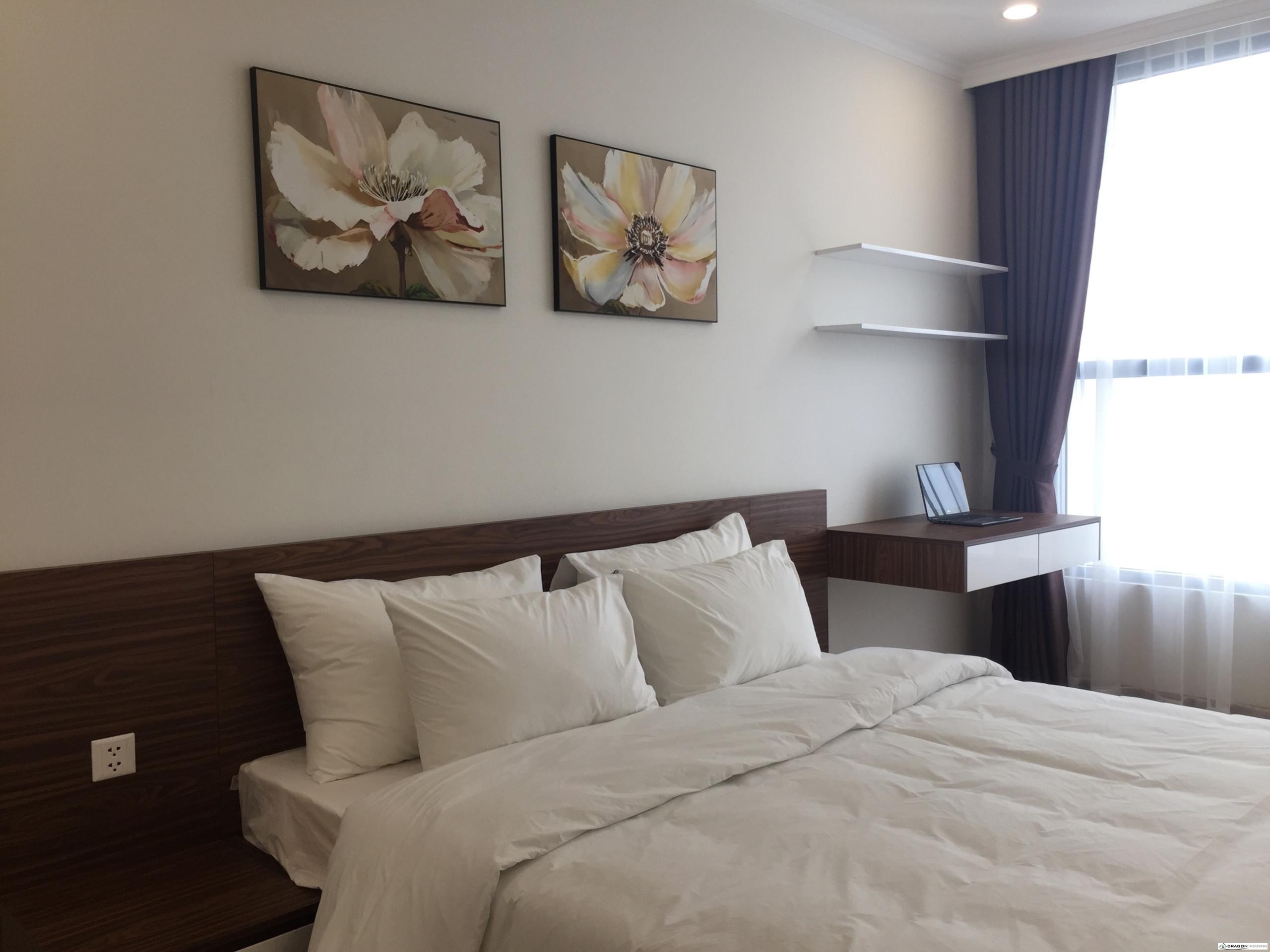 6. Main bedroom