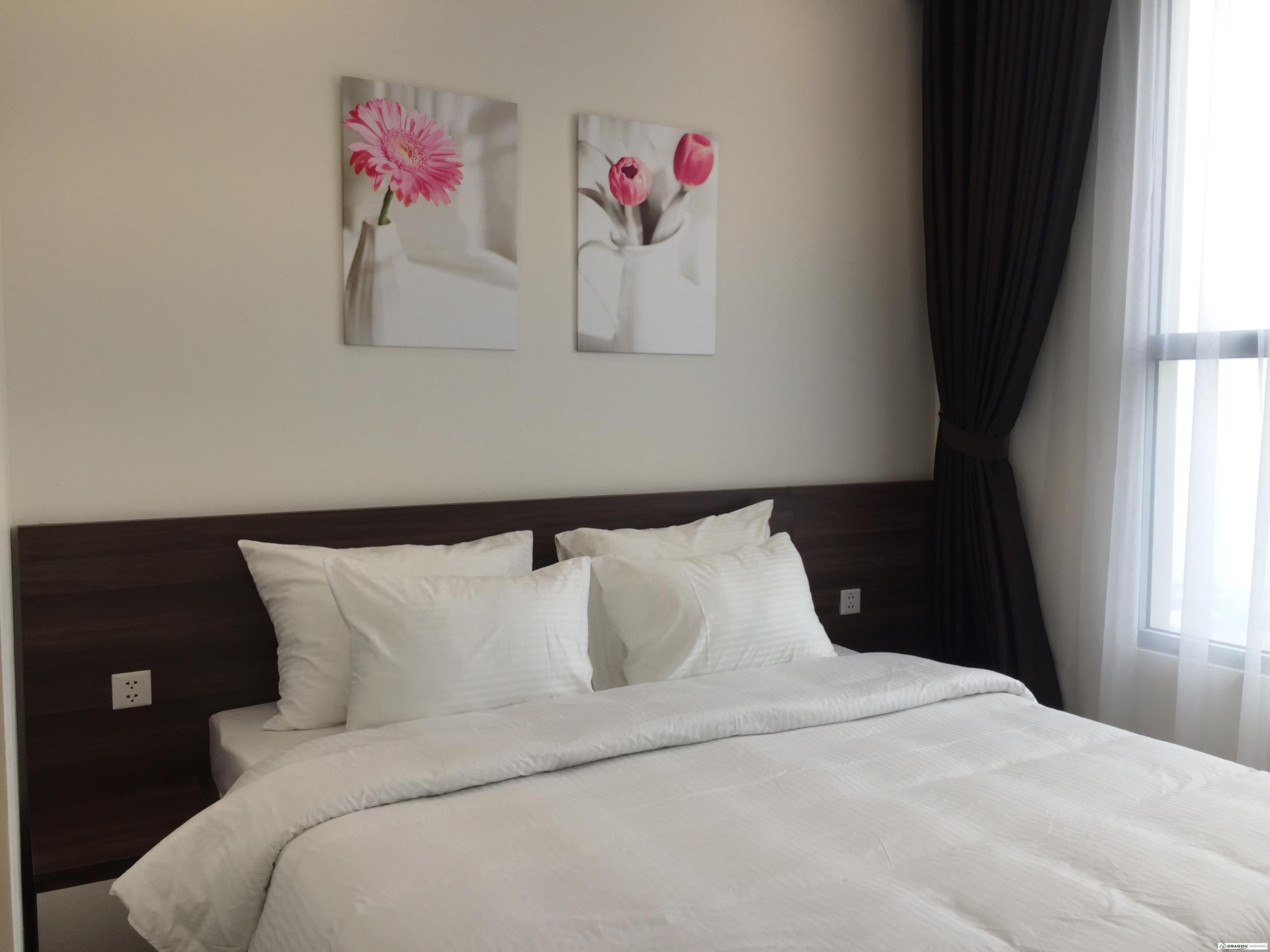 7. 1 Light bedroom